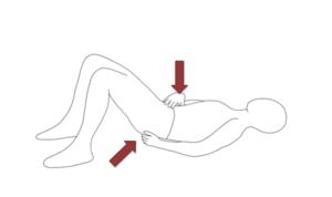 下腹部を引っ込めるようにしてお尻に力を入れます