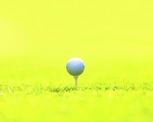 ゴルフボールとティ