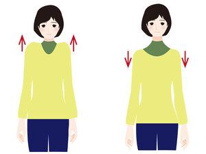 肩の上げ下げ運動を行う女性