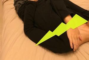 寝ている時に方が痛む女性