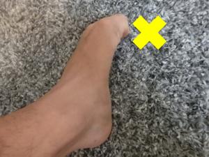 足趾を屈曲しすぎている例