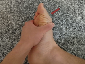 足趾を屈曲する