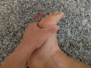 足趾を伸展する