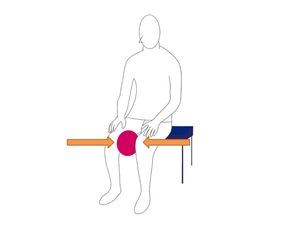 座位での内転筋トレーニング